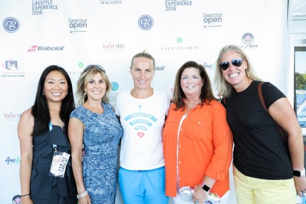 Fans posing with Svetlana Kuznetsova